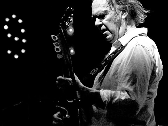 Video: Neil Young – Hitchhiker
