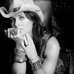 Kasey Chambers – Little Bird