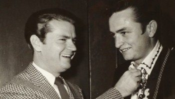 sam-pillips-johnny-cash-1955-at-sun-records-studios